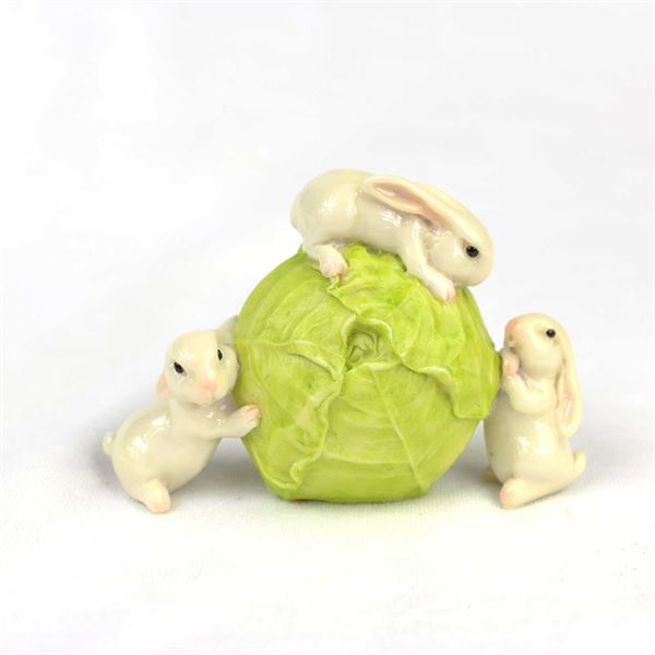 16045-3-bunnies-with-sprout