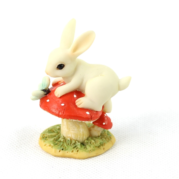 miniature gardens: bunny on toadstool ornament